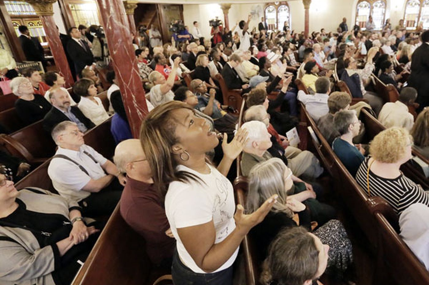 At interfaith service, hundreds grieve for Charleston victims