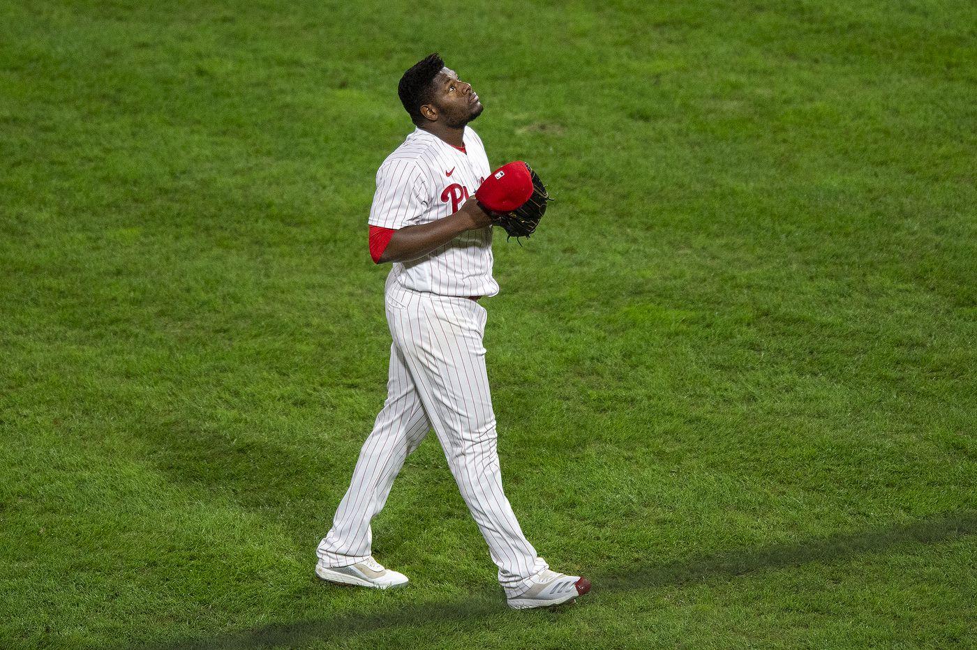 Lanzador de los Phillies habló con estudiantes de Esperanza Academy sobre qué lo inspiró a jugar béisbol en la ciudad