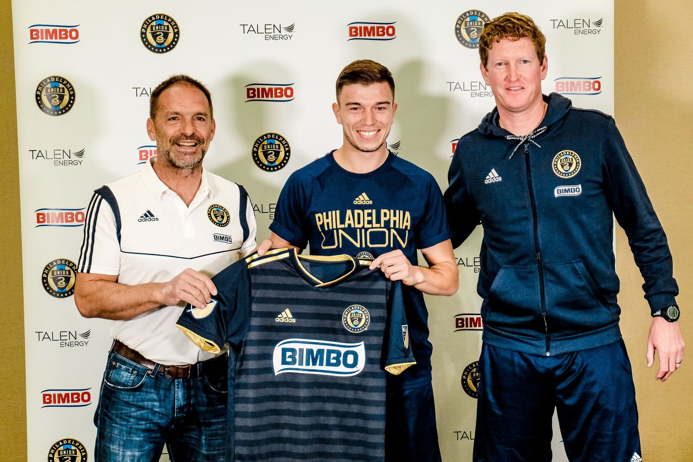 low priced 4ab3c 4ee20 Kai Wagner (center) holds up a Union jersey alongside sporting director  Ernst Tanner (