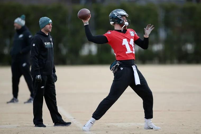 Eagles quarterbacks coach Press Taylor, left, watches quarterback Carson Wentz warm up during practice on Saturday.