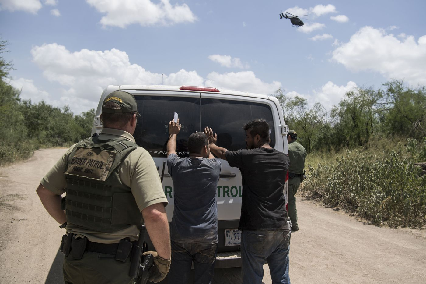 White House prepares large troop deployment to deter migrant caravan