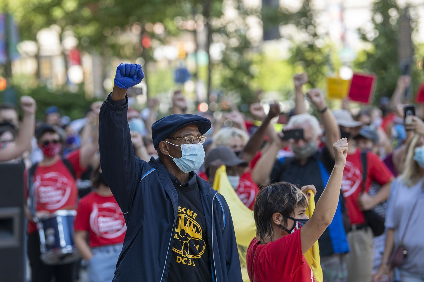 Philadelphia City Council expands access to coronavirus paid sick leave for low-wage workers