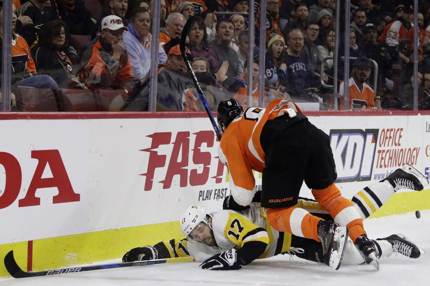 Flyers suffer 4th straight loss, fall to Penguins, miss chance to tie for first