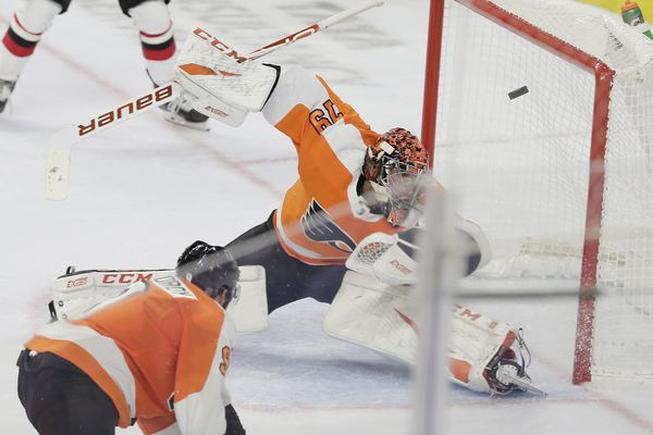 Carter Hart's first career shutout carries Flyers past Devils in home opener, 4-0