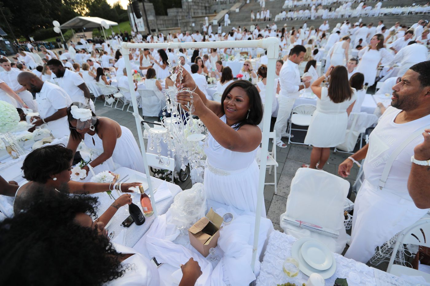 Win a ticket to Diner en Blanc | Let's Eat