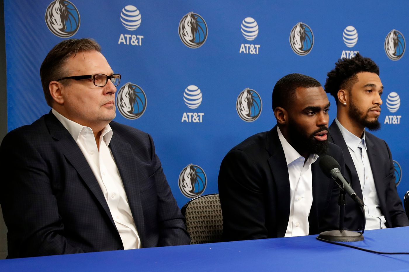Sixers need to go hard after Mavericks executive Donnie Nelson | Keith Pompey
