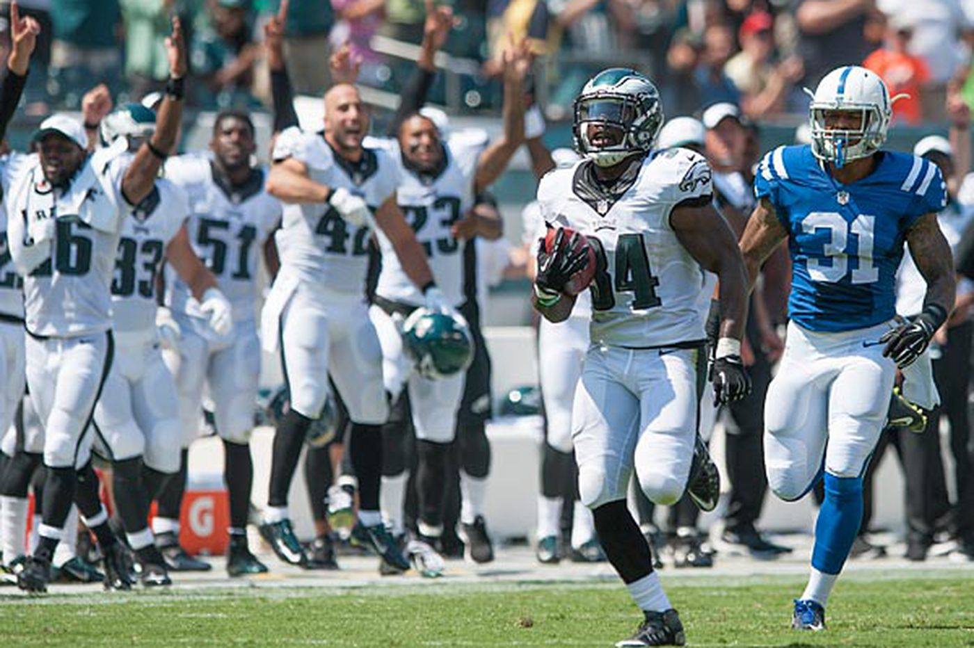 Eagles thump Colts in preseason debut; Tebow scores TD