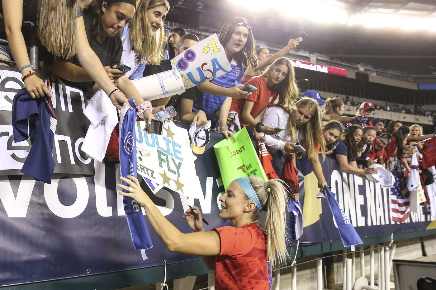 Julie Ertz wins U.S. Soccer women's player of the year award for second time