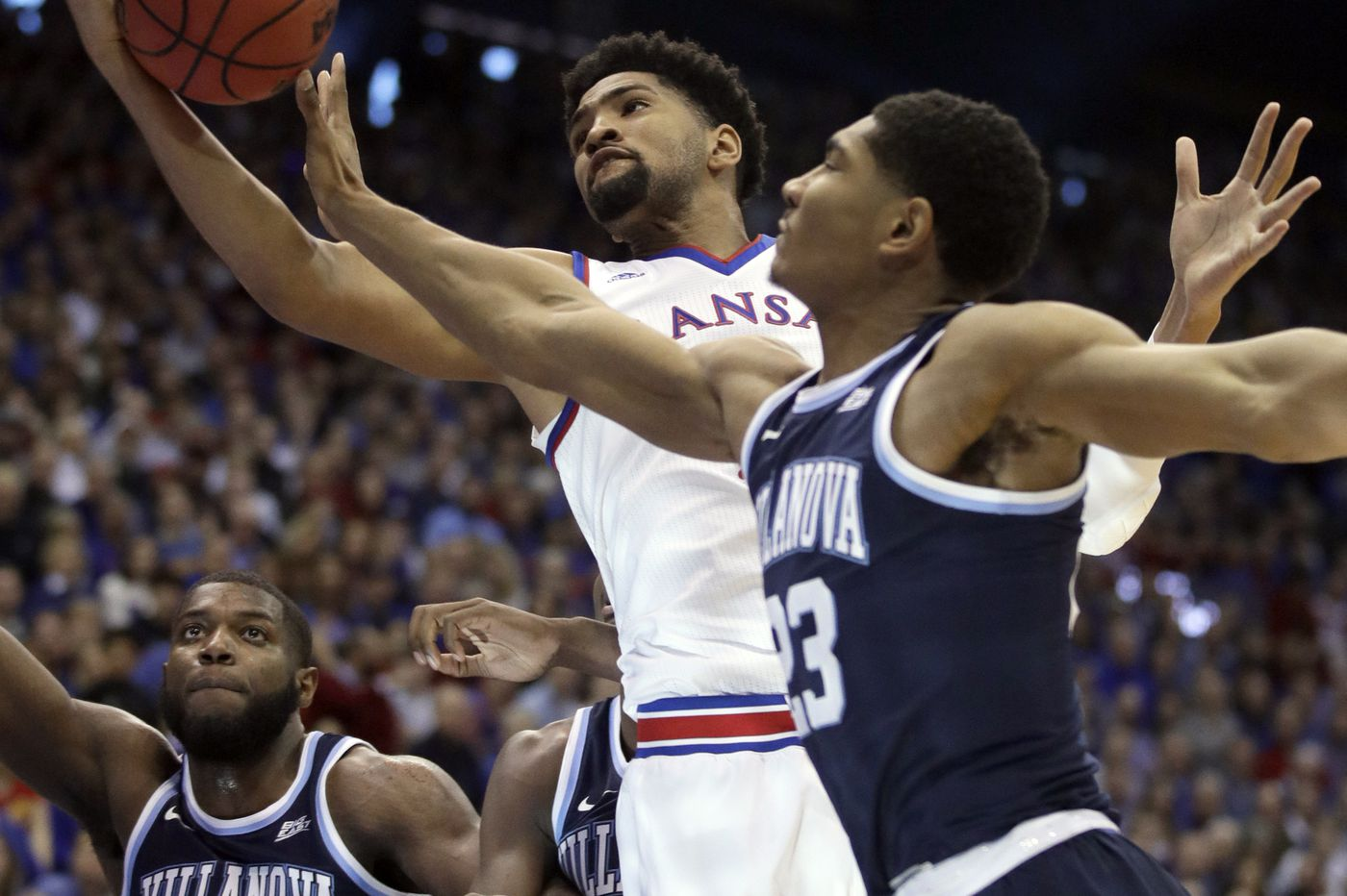 Villanova takes Kansas down to the final seconds but loses, 74-71, to top-ranked Jayhawks