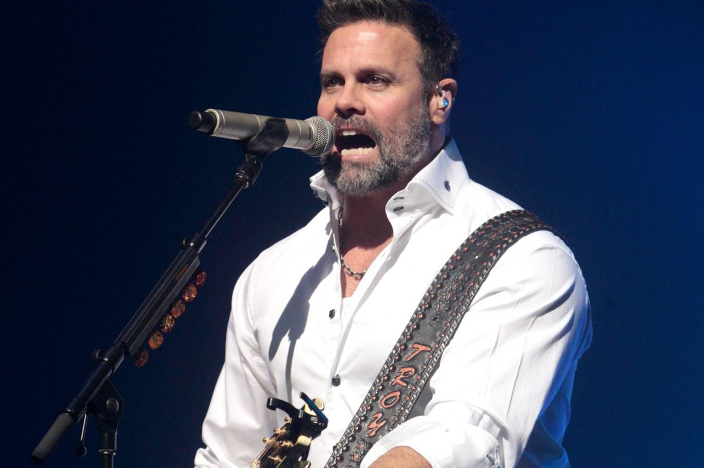 Country music star Troy Gentry dies in copter crash near South Jersey airport