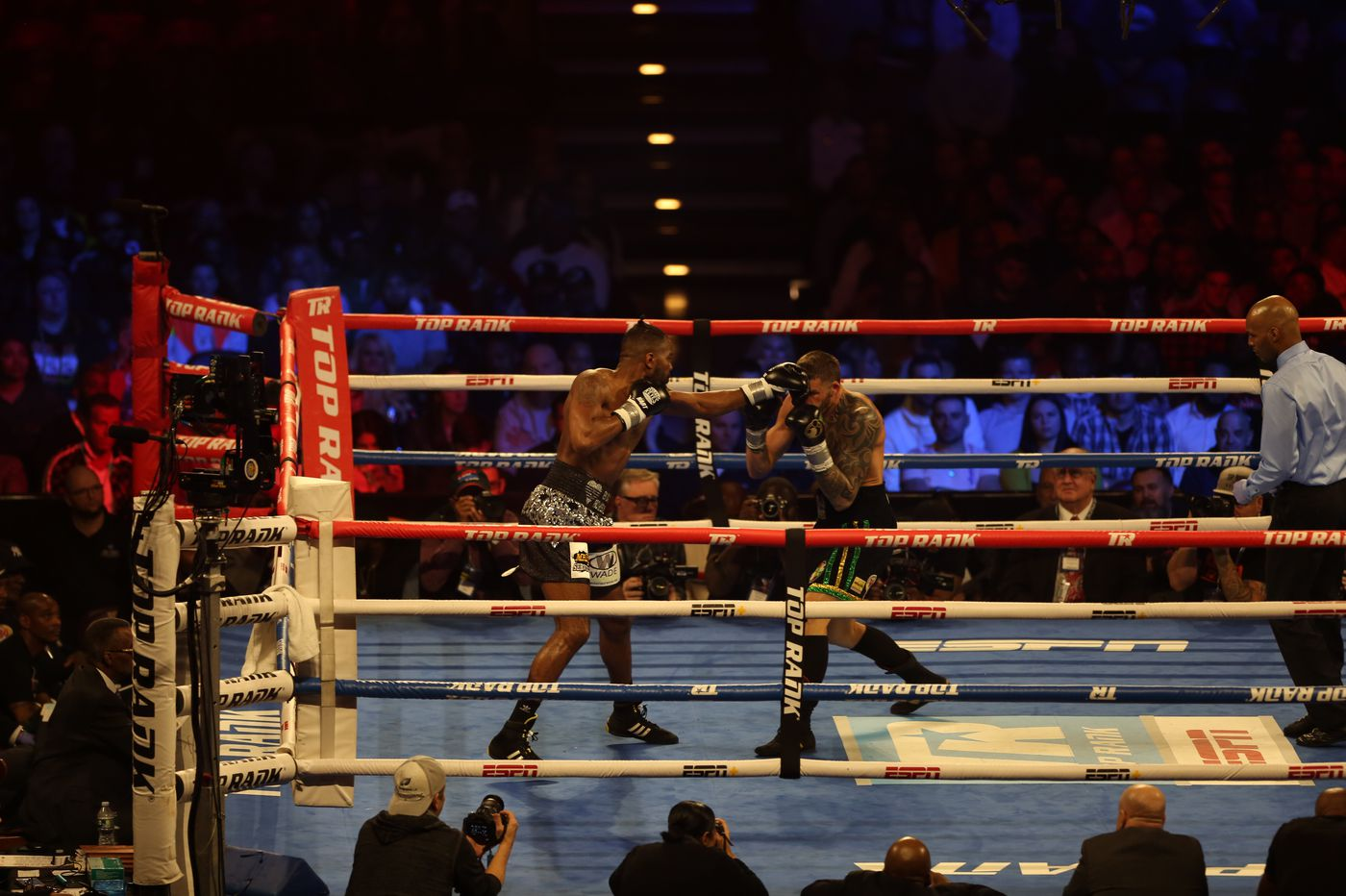 Philly fighter Jesse Hart falls to Joe Smith Jr. in split decision