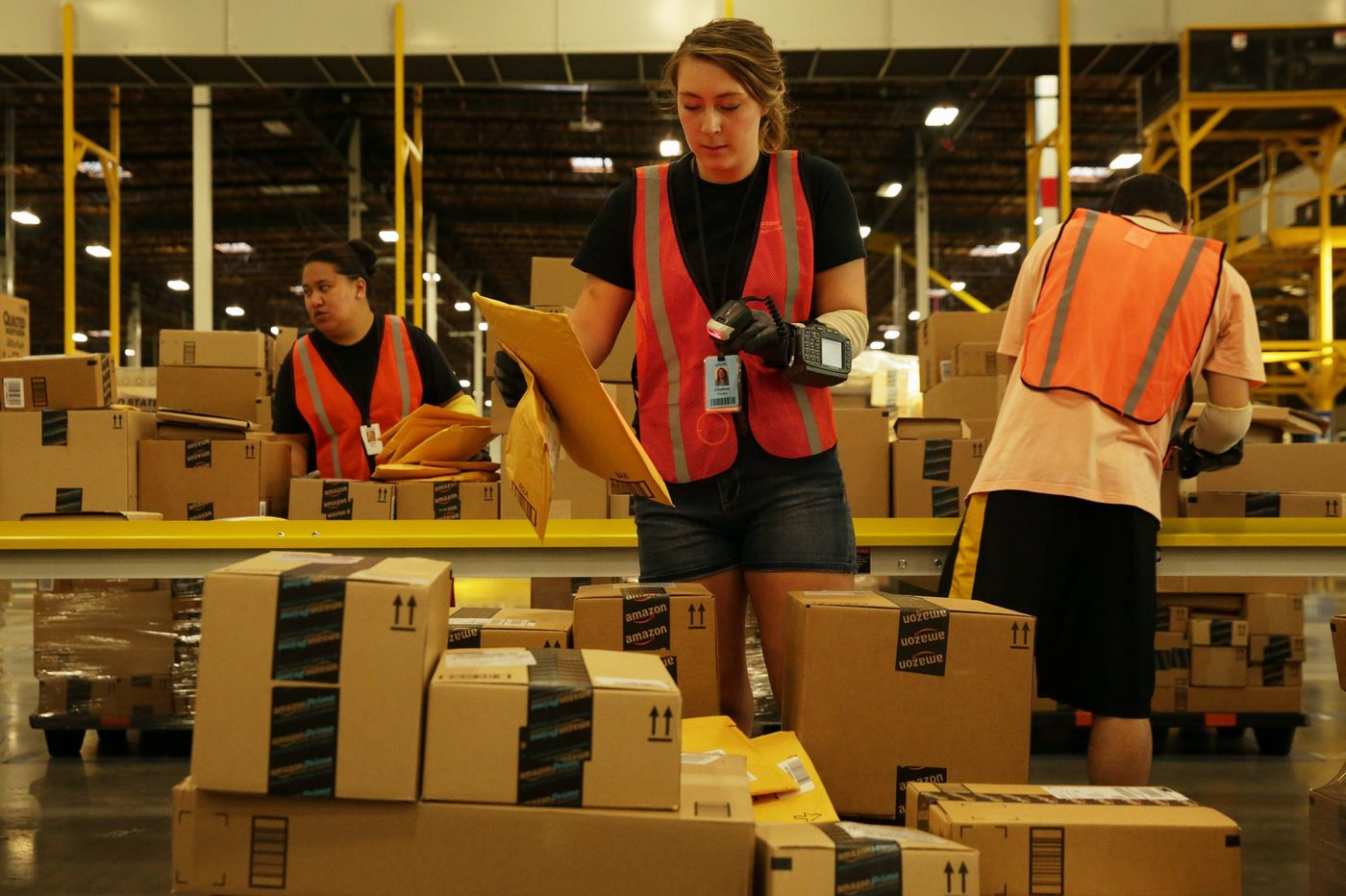If Amazon can raise the minimum wage, why can't Congress? | Opinion