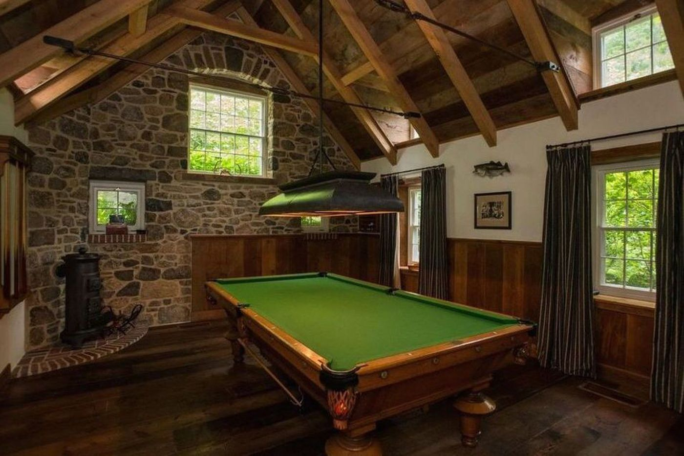 Billiard rooms where you can play in style
