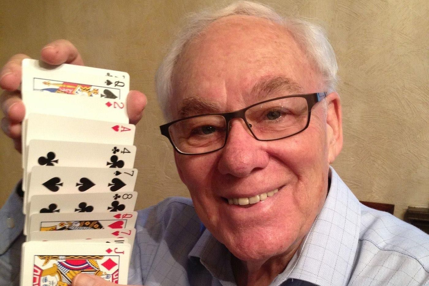 Larry Singer, 89, was a jokester, magician and businessman
