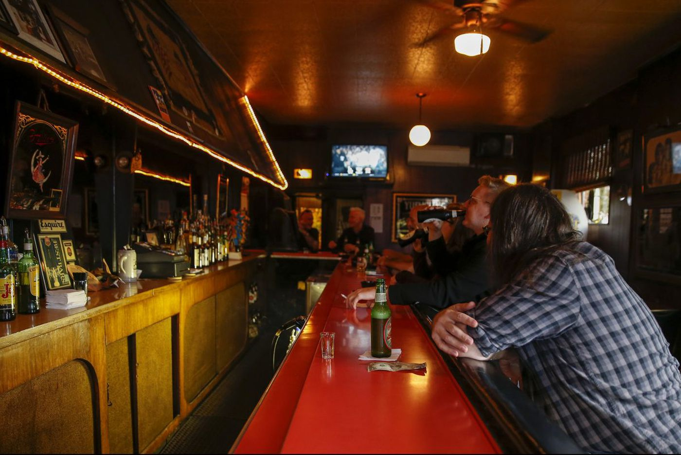 A bartender or a mob underboss? Untangling Skinny Razor's story at Friendly Lounge