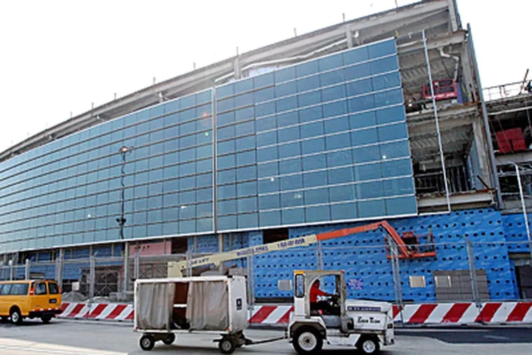 The glass facade of the new area between terminals D and E as seen from the airplane side of the terminals. (Michael Bryant / Inquirer)