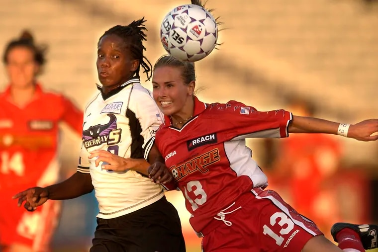 Heather Mitts (right) playing for the Philadelphia Charge in 2002.