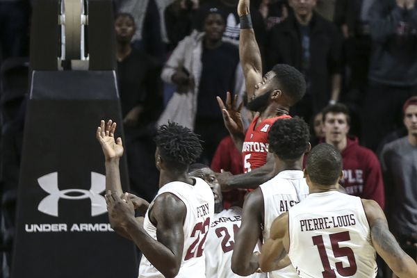 Temple beats 17th ranked Undefeated Houston 73-69.