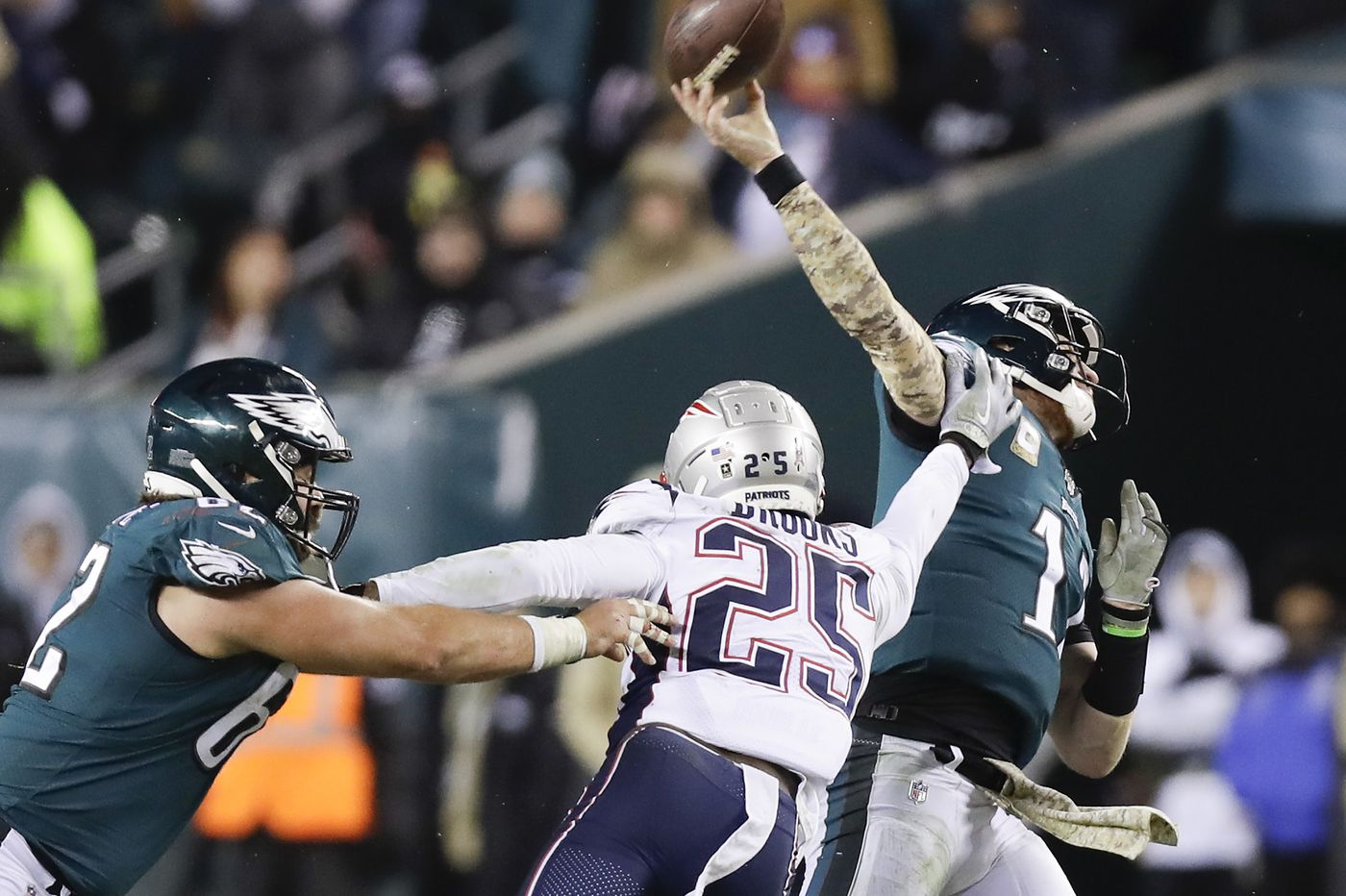 Eagles' offensive line loses Lane Johnson, then battle in the trench to Patriots | Bob Ford