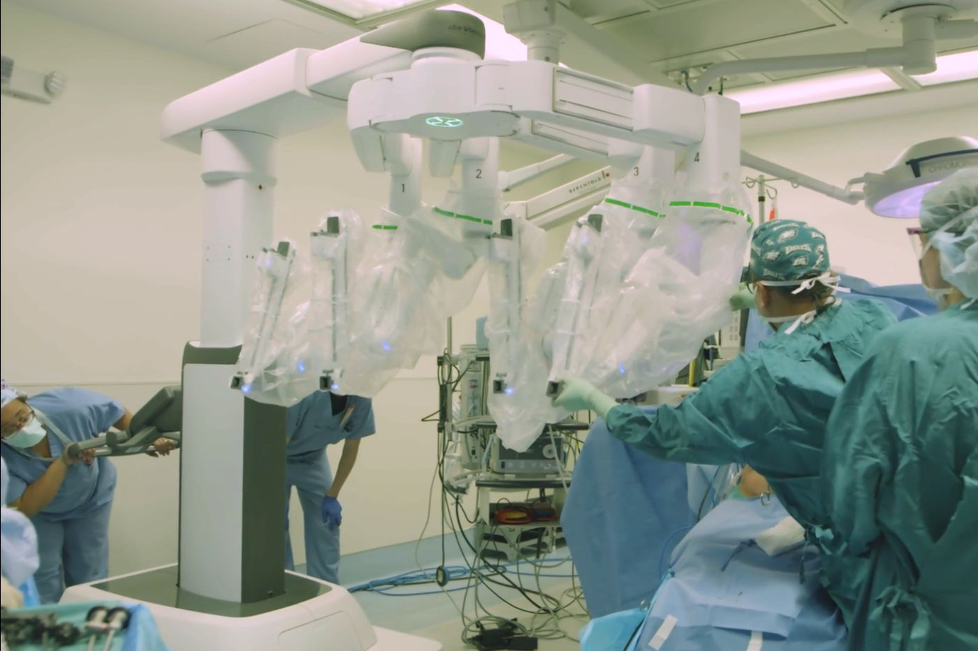 As surgeons tout robot-assisted breast cancer surgeries, safety remains a question