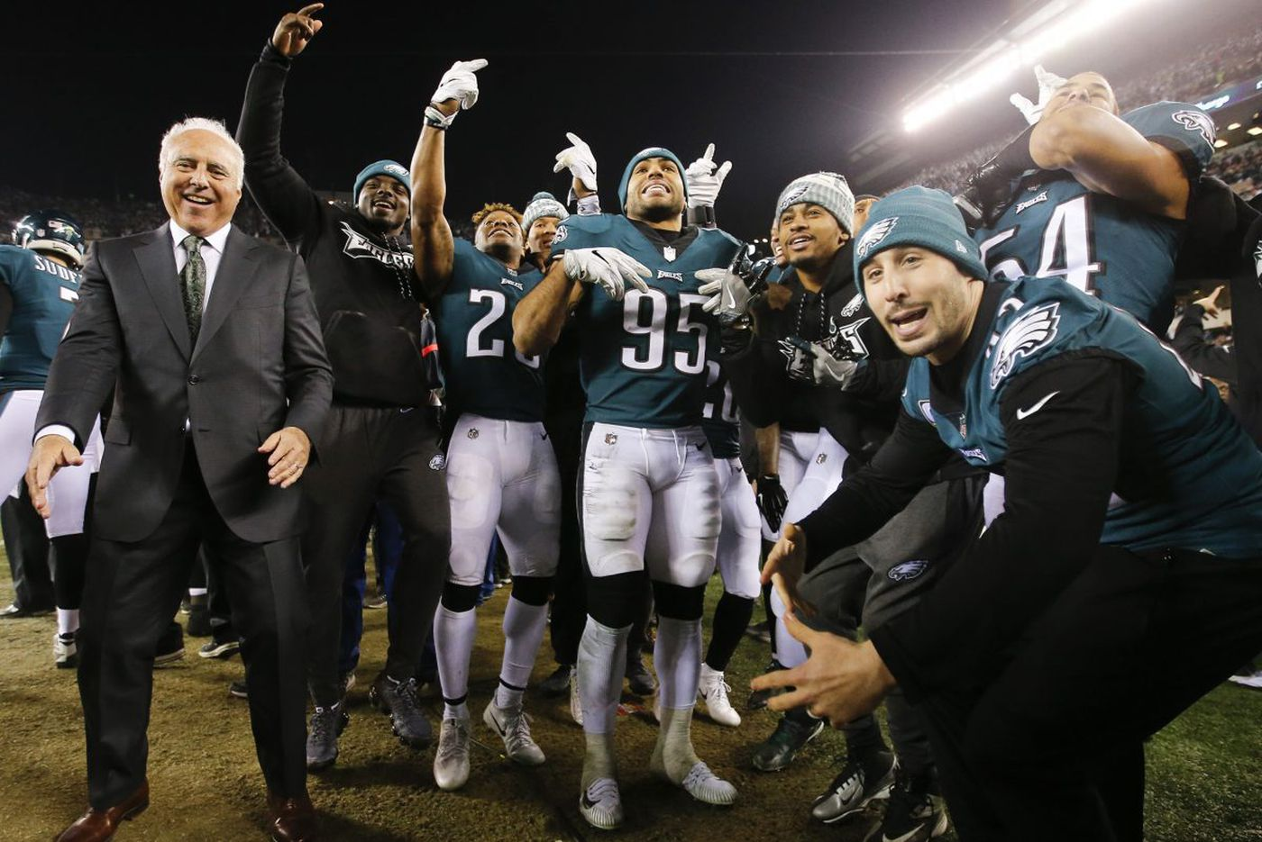 Scenes from a night of super madness for the Eagles | Bob Ford
