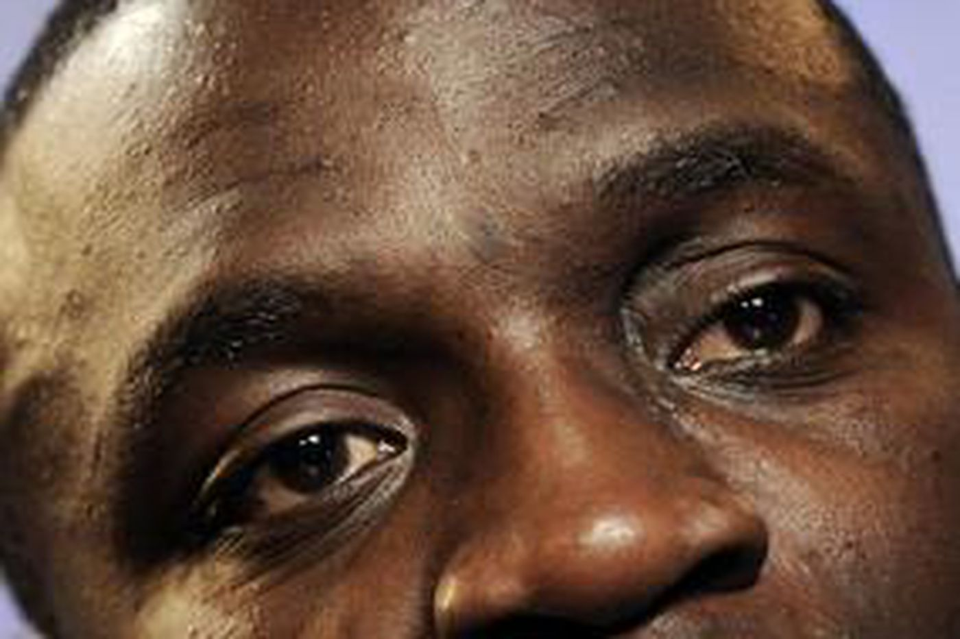 Akon edges away from criminal image