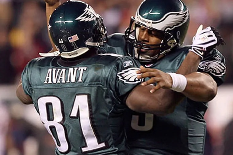 A week after struggling against the 49ers, Donovan McNabb completed 17 of his first 24 passes for 282 yards and three touchdowns against the Broncos. (Yong Kim/Staff Photographer)