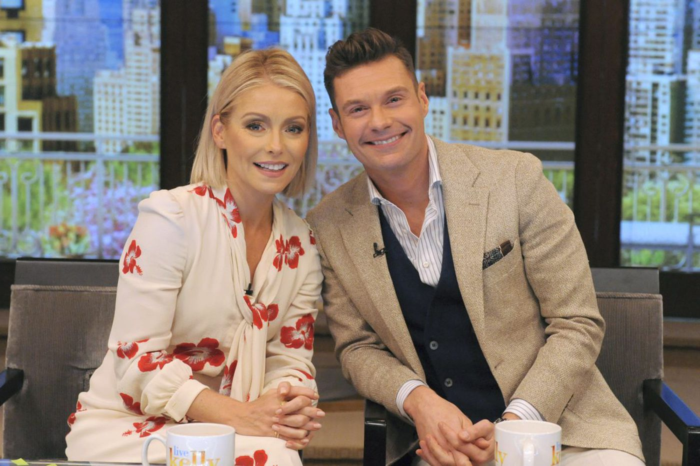 'Live with Kelly and Ryan' audience members start Eagles chant on air