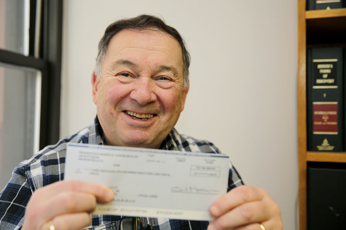 Snafu tied up $1,260 hospital check to Air Force vet | Stu Bykofsky