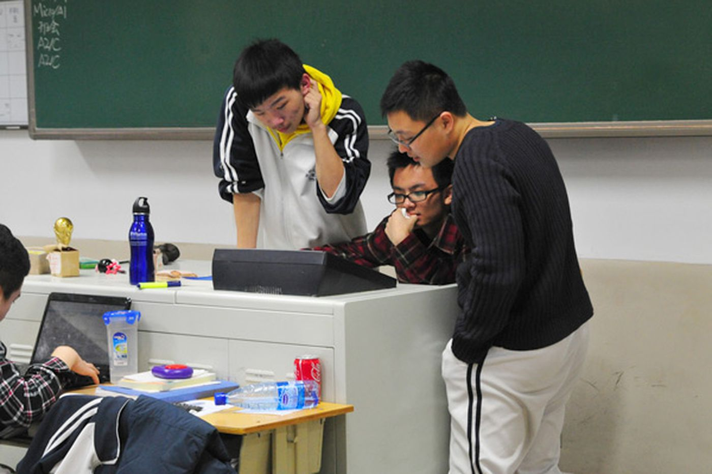 Chinese school offshores its graduates to U.S. colleges