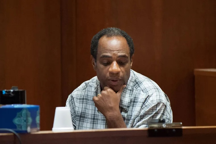 William Barksdale testifies. He is serving a sentence for conspiracy to commit wire fraud. (TRACIE VAN AUKEN/ For The Inquirer)