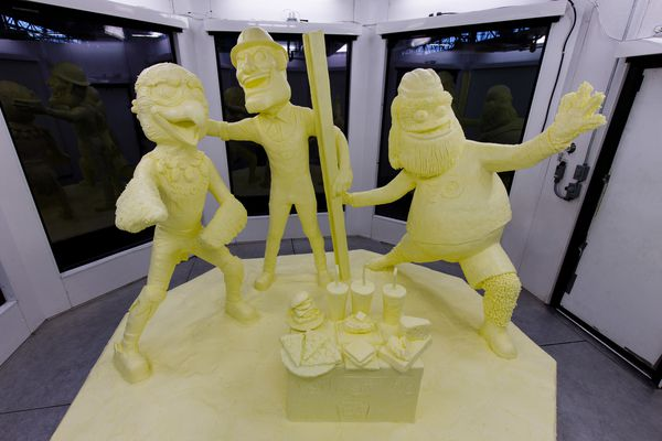 Gritty, Swoop star in this year's Farm Show butter sculpture