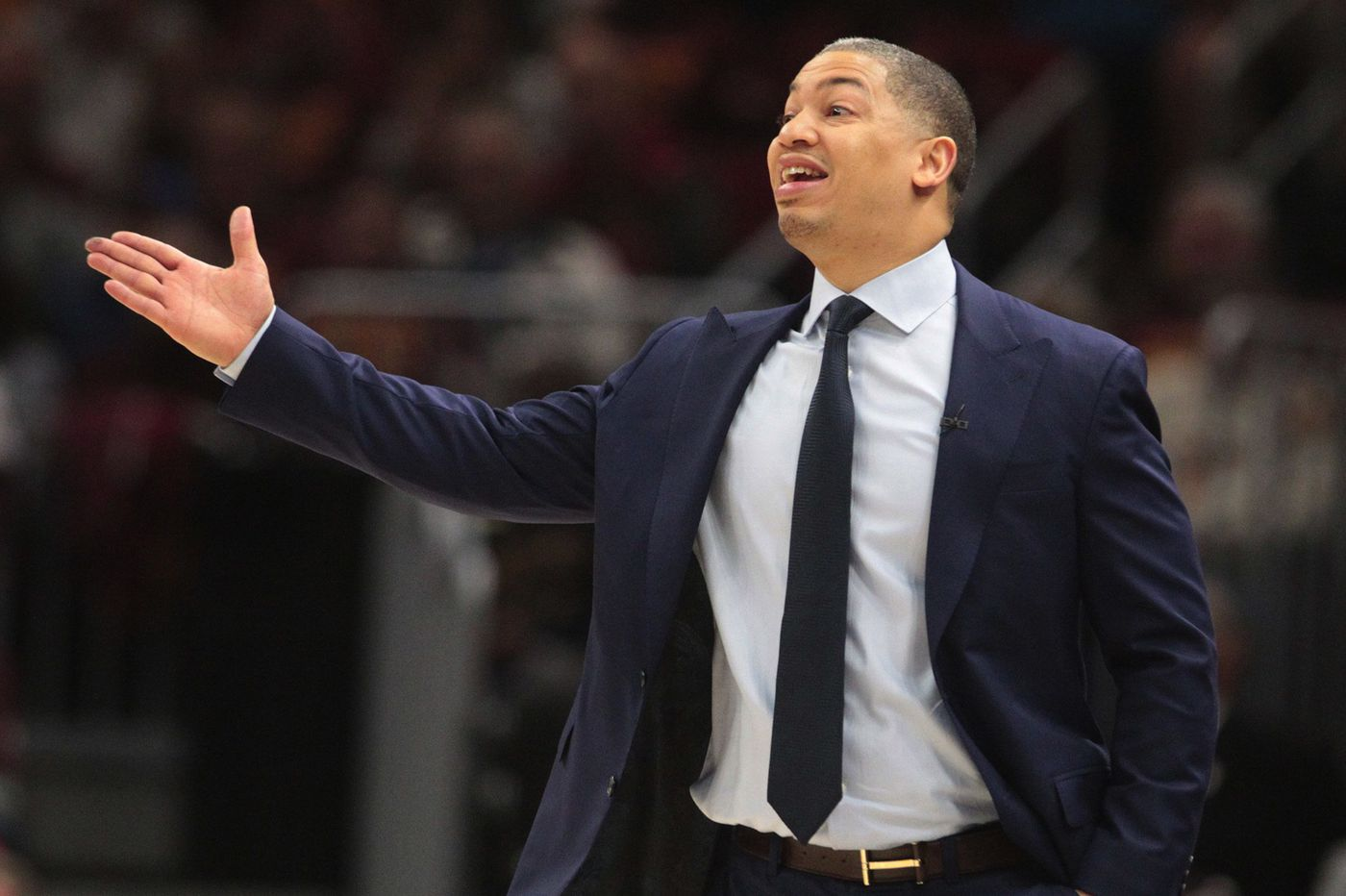 Tyronn Lue meets with the Sixers about vacant coaching job