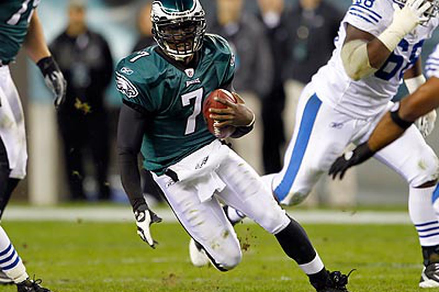 Eagles have had no contract talks with Vick