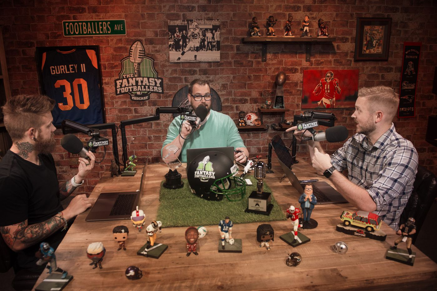 The Fantasy Footballers Podcast road show comes to Philly, and we share a clip of Dallas fans booing us at their Texas show