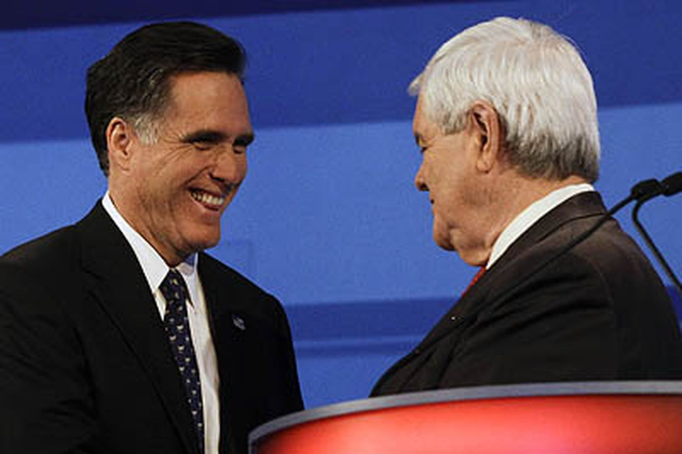 Gingrich's rivals try to keep heat on in final Iowa debate