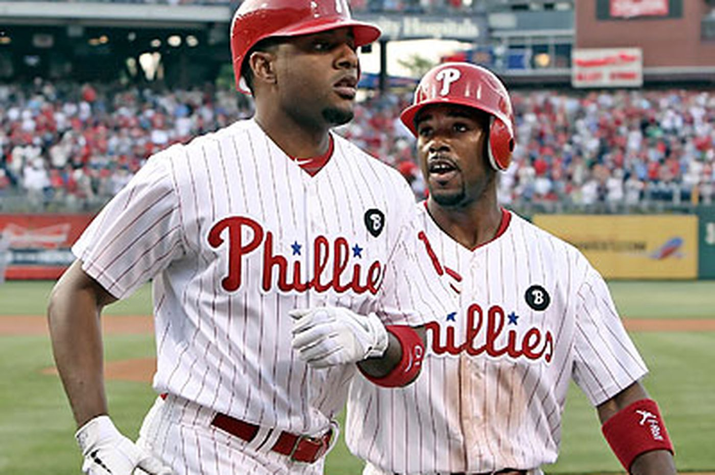 Phils prevail over Reds in 19 innings