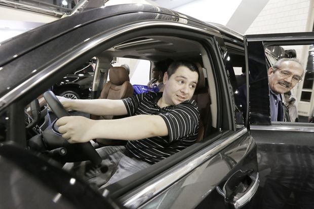 Changes at Detroit auto show mean little to consumer shows like Philadelphia's