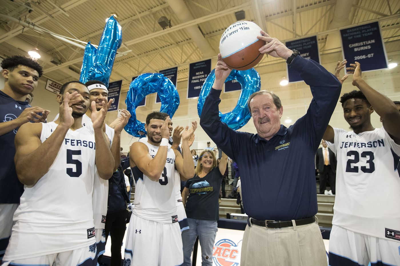Herb Magee becomes second NCAA hoops coach to win 1,100