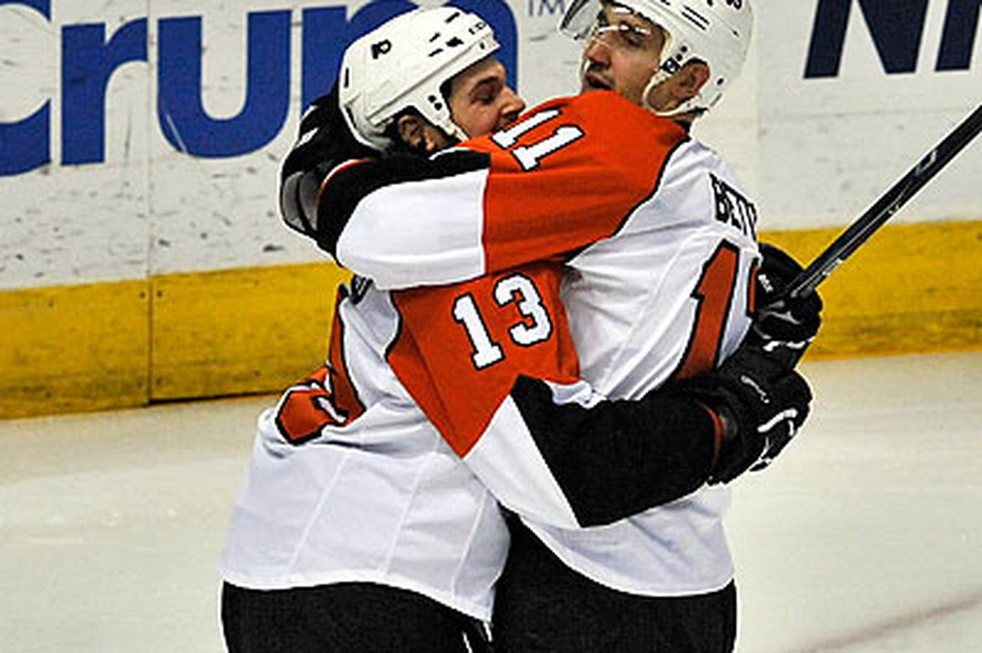Flyers end skid with 5-2 win