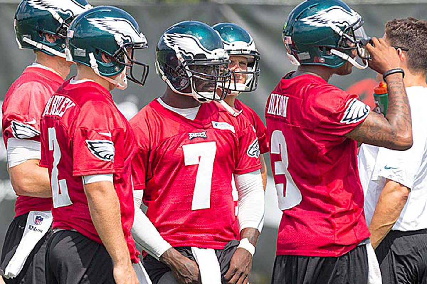 Eagles' Vick diplomatic about job battle