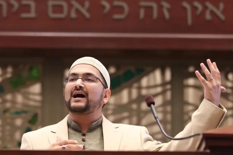 Imam Sohaib Sultan speaks at Congregation Beth El in Voorhees. (Michael Bryant / Staff Photographer)