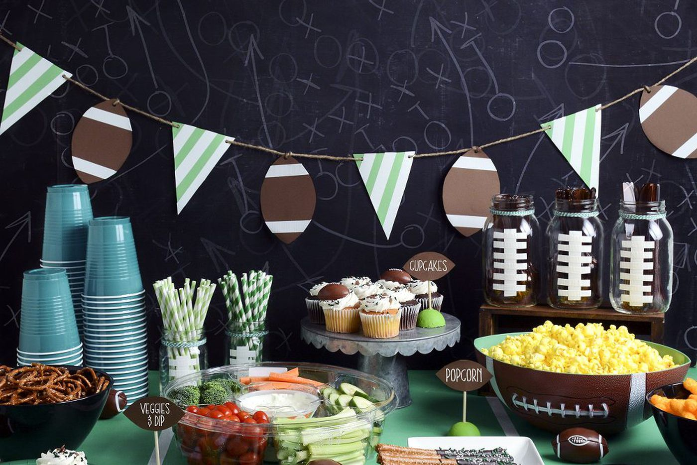 Super Bowl party decorations that will be … a touchdown
