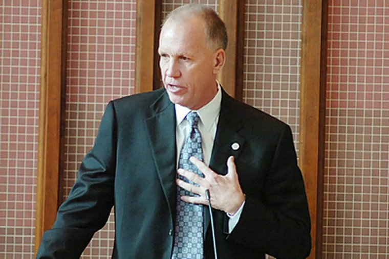 Sixers coach Doug Collins gives remarks during Phil Jasner's funeral. (Sarah J. Glover / Staff Photographer)