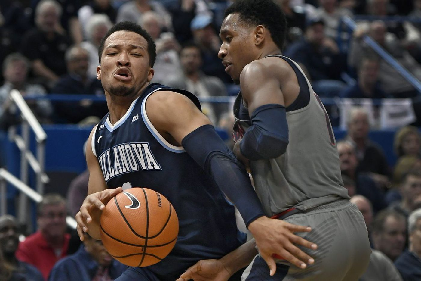 Villanova uses big first-half push, defense, to rout UConn