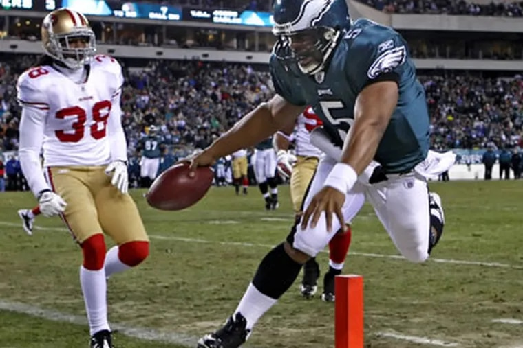 Donovan McNabb scores the Eagles' second TD  in the second quarter of Sunday's contest. ( Ron Cortes / Staff Photographer )