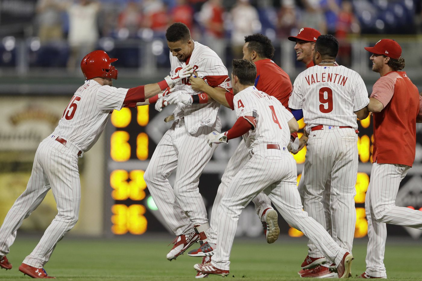 Aaron Altherr saves Phillies with game-winning hit in 10th inning