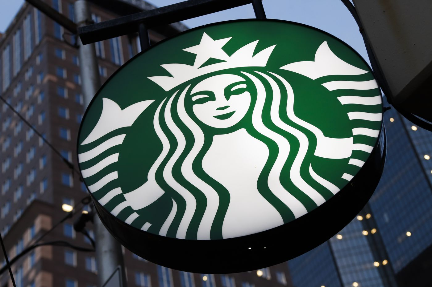 Starbucks apologizes to police officer for 'PIG' message on his coffee cup