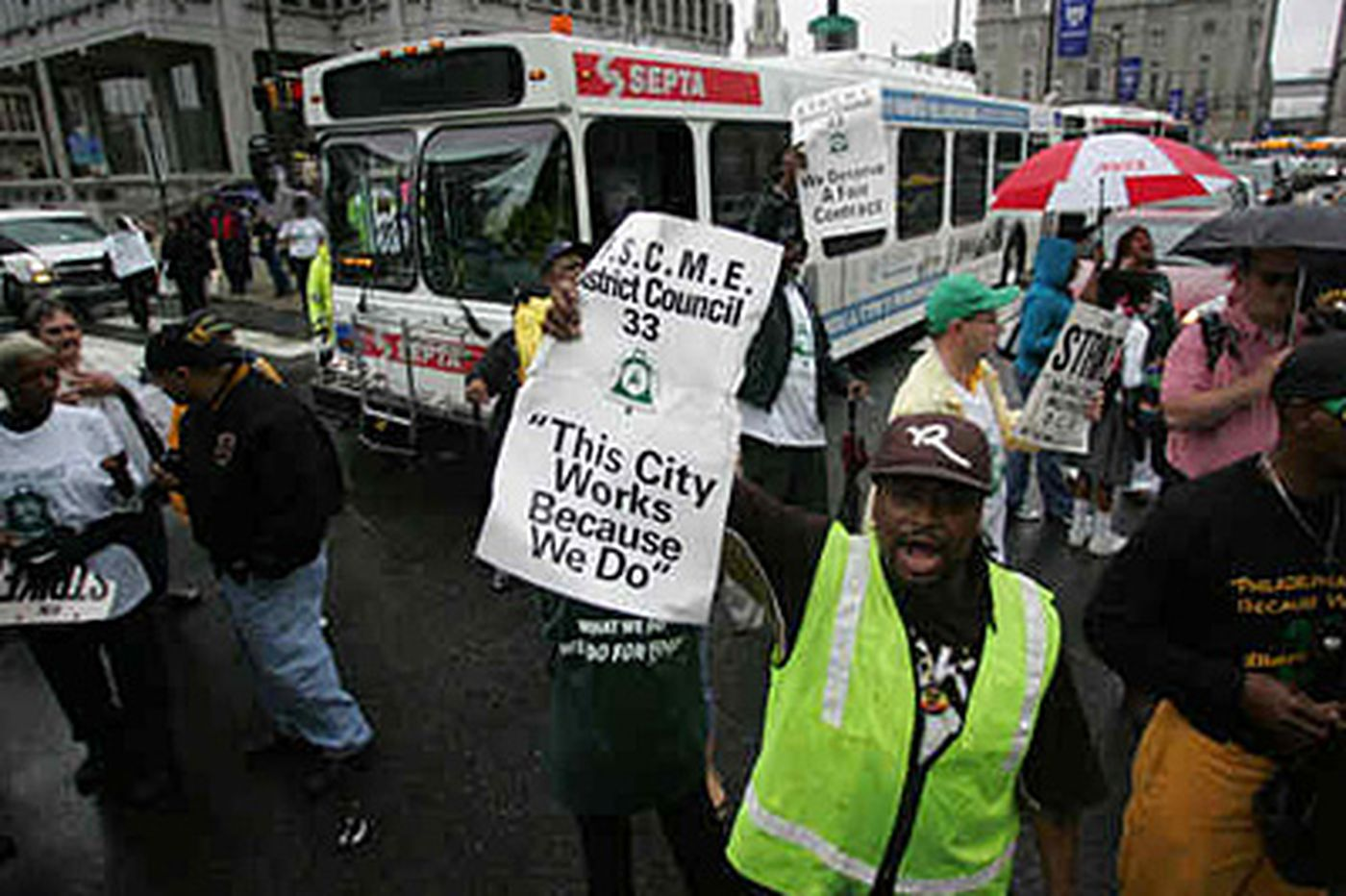 Municipal workers rally as contracts near expiration
