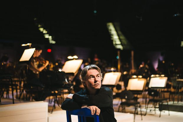 Esa-Pekka Salonen enthralls in rare appearance with the Philadelphia Orchestra